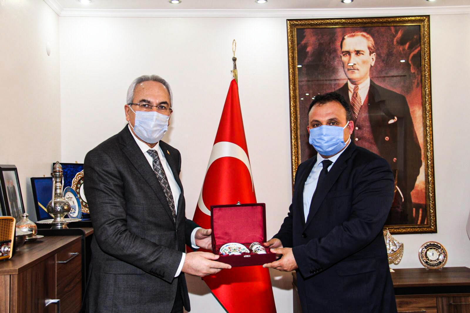 Ak Parti Antalya Milletvekilimiz Sn. İbrahim Aydın ve Prof. Dr. Sn. Bayram Akça Belediye Başkanımızı Ziyarette Bulundu